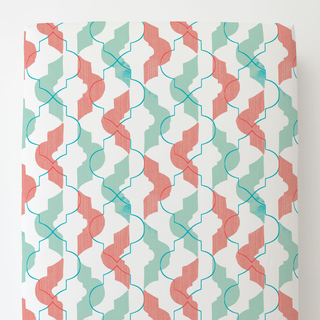 Product image for Coral and Teal Modern Quatrefoil Toddler Sheet Bottom Fitted