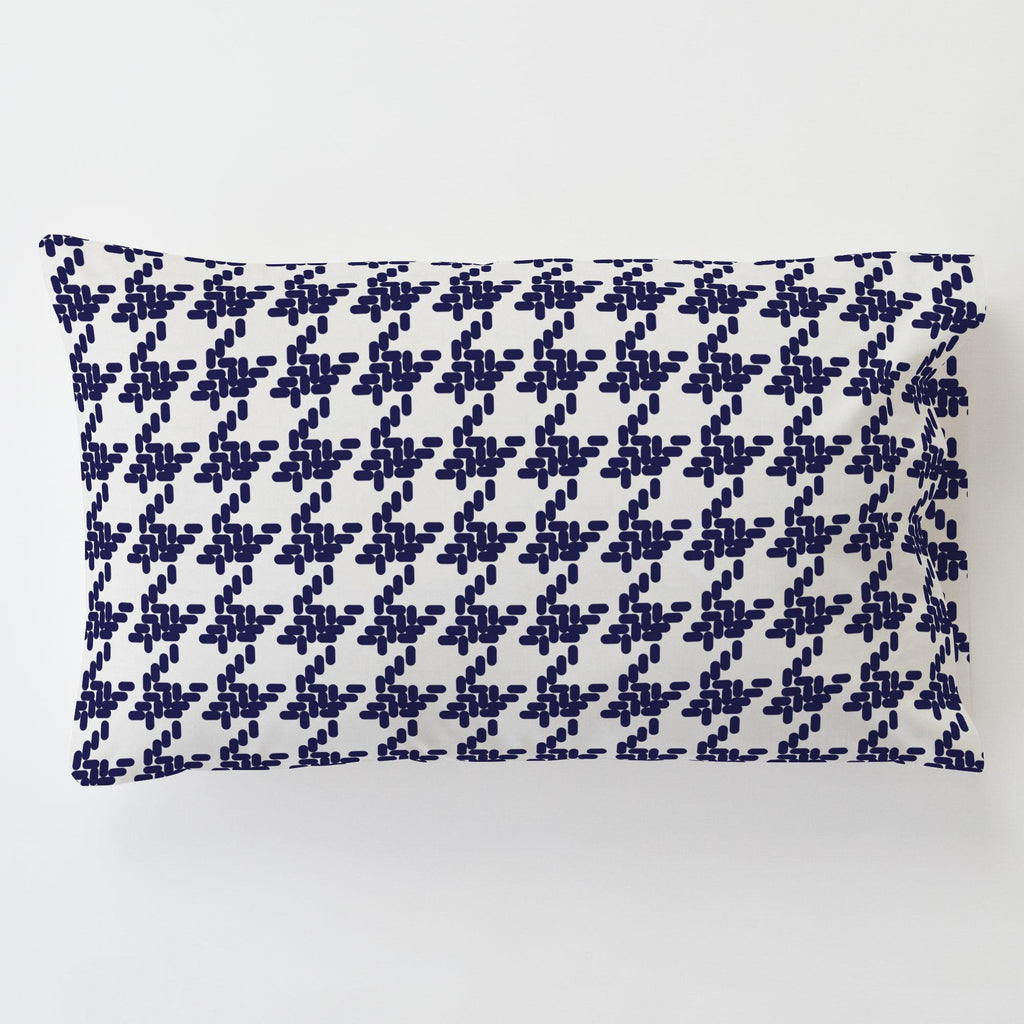 Product image for Windsor Navy Modern Houndstooth Toddler Pillow Case with Pillow Insert