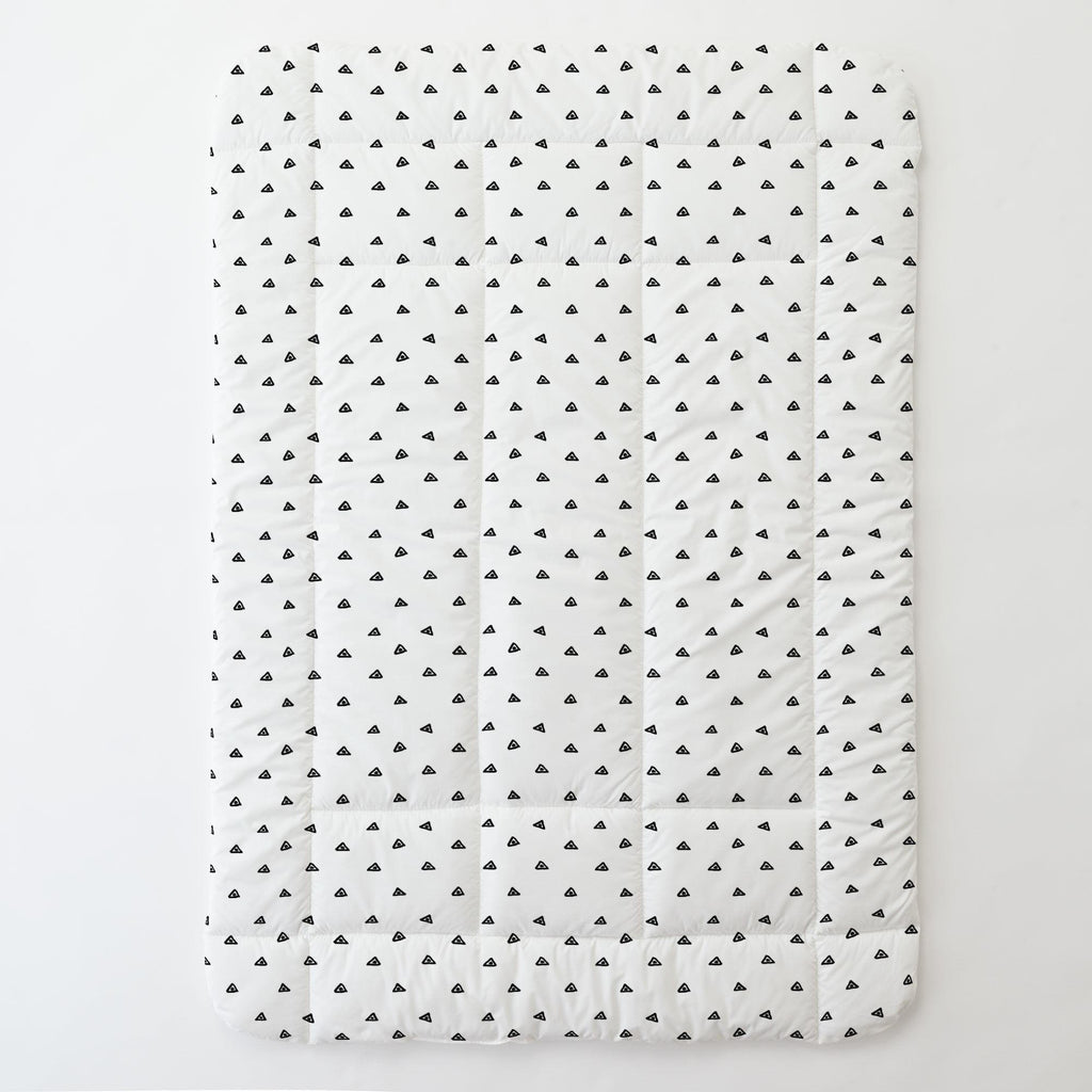 Product image for Onyx Triangle Dots Toddler Comforter
