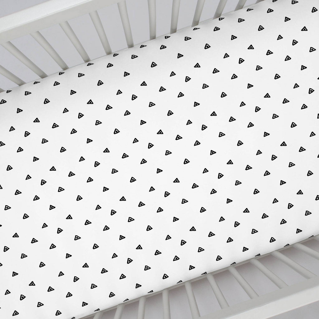 Product image for Onyx Triangle Dots Crib Sheet