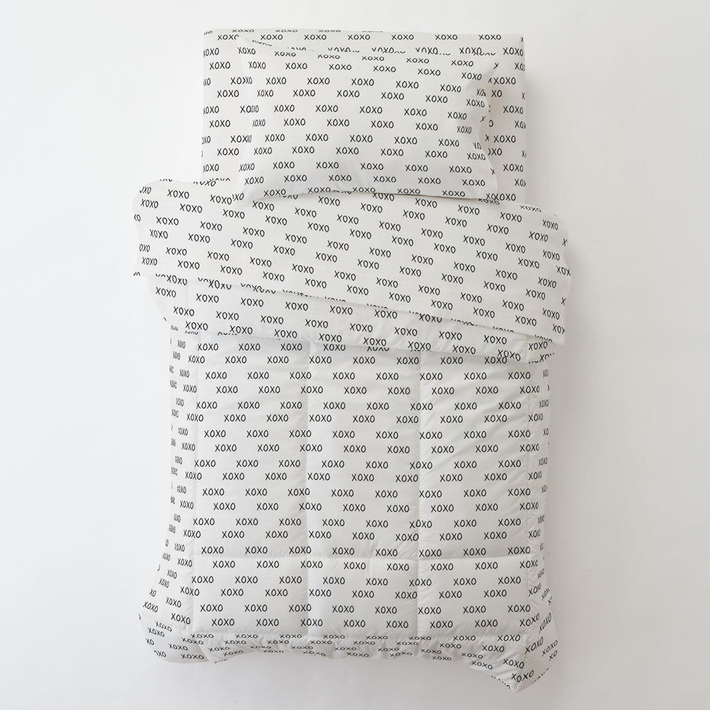 Product image for Onyx Hugs and Kisses Toddler Pillow Case with Pillow Insert
