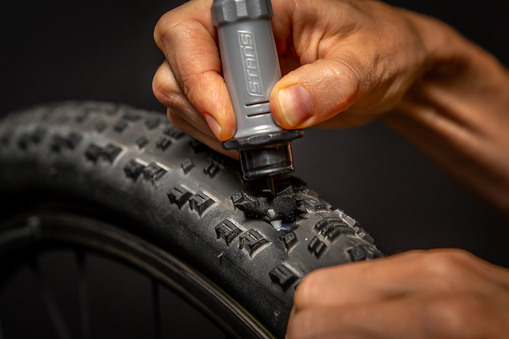Stans NoTubes DART Tool in action MTB tyre