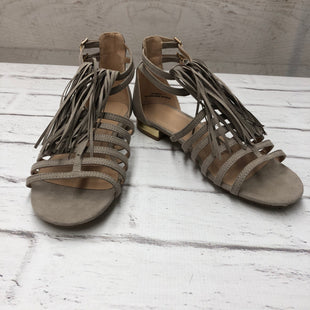 Primary Photo - BRAND:    CLOTHES MENTOR STYLE: SANDALS FLAT COLOR: GREY SIZE: 7 SKU: 191-191217-1095