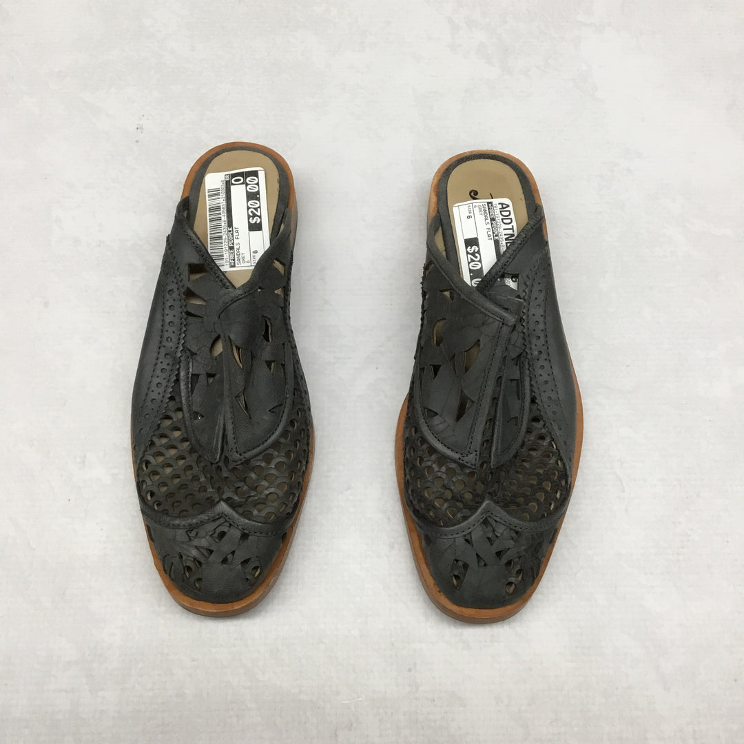 Primary Photo - BRAND: FREE PEOPLE <BR>STYLE: SANDALS FLAT <BR>COLOR: GREY <BR>SIZE: 6 <BR>SKU: 191-191229-2435