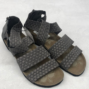 Primary Photo - BRAND: MUK LUKS STYLE: SANDALS FLAT COLOR: GREY SIZE: 9 SKU: 191-191212-8830