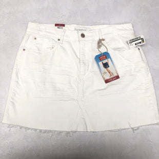 Primary Photo - BRAND: LEVIS STYLE: SHORTS COLOR: WHITE SIZE: 10 SKU: 191-191218-5974