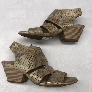 Primary Photo - BRAND: NATURALIZER STYLE: SANDALS LOW COLOR: GOLD SIZE: 8 SKU: 191-191218-6437