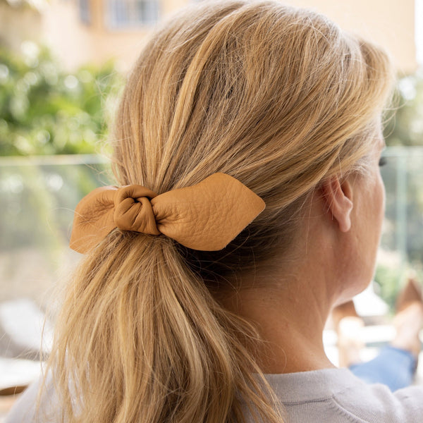LEATHER BOW BIG HAIR TIE - CAMEL