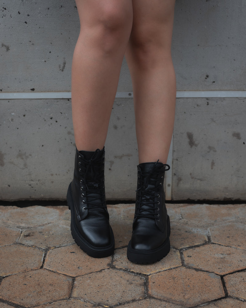 DANELY BLACK BOOTS