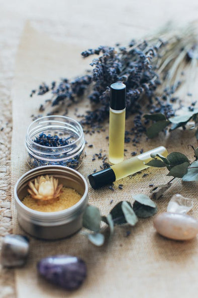 BOOSTING YOUR MOOD WITH AROMATHERAPY