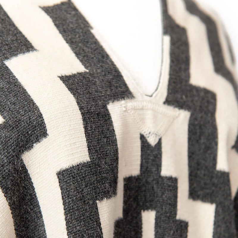 Design/pattern details of  Handwoven Gaucho Pampa Alpaca Poncho - Charcoal & Ecru - Stick & Ball