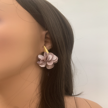 Load image into Gallery viewer, Fabric earrings *Lila rose*