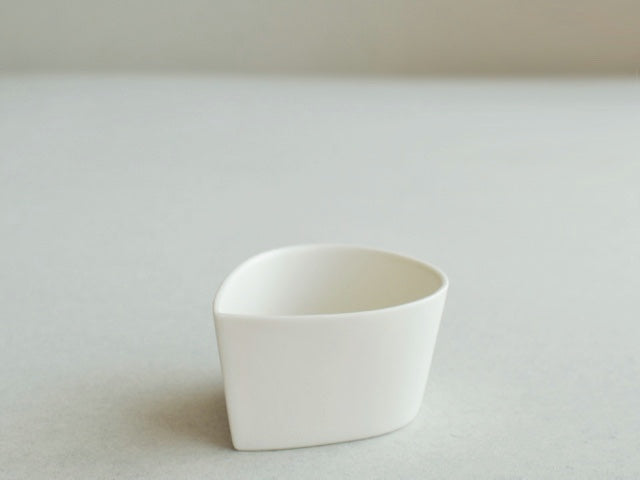 スエトシヒロ  シズクガタ, White Porcelain Drop-shaped small bowl