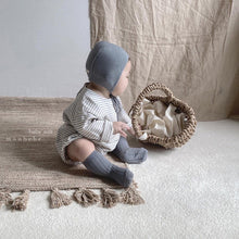 Load image into Gallery viewer, Baby Cleo Knit Bonnet