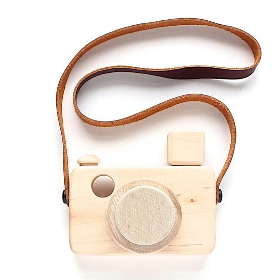 Wooden Flash Zoom Camera Toy - Natural