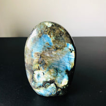 Load image into Gallery viewer, Labradorite Crystal