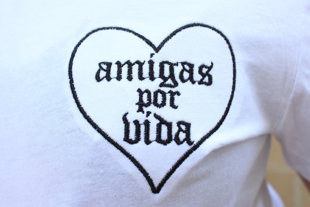 Amigas Por Vida Embroidered tee
