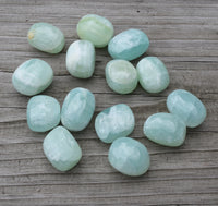 GREEN CALCITE Crystal - Manifestation & Transformation - Heart Chakra Stone