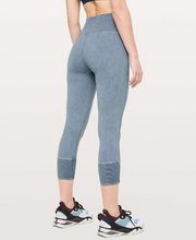 "Load image into Gallery viewer, LULULEMON WUNDER UNDER 23"" RIB"