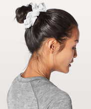 Load image into Gallery viewer, LULULEMON SCRUNCHIE