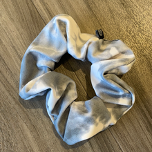 Load image into Gallery viewer, ONZIE SCRUNCHIE