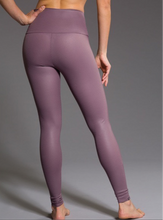 Load image into Gallery viewer, ONZIE EMBOSSED DIAMOND LONG LENGTH LEGGING