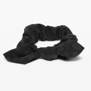 LULULEMON UPLIFTING SCRUNCHIE - CAMO BOW