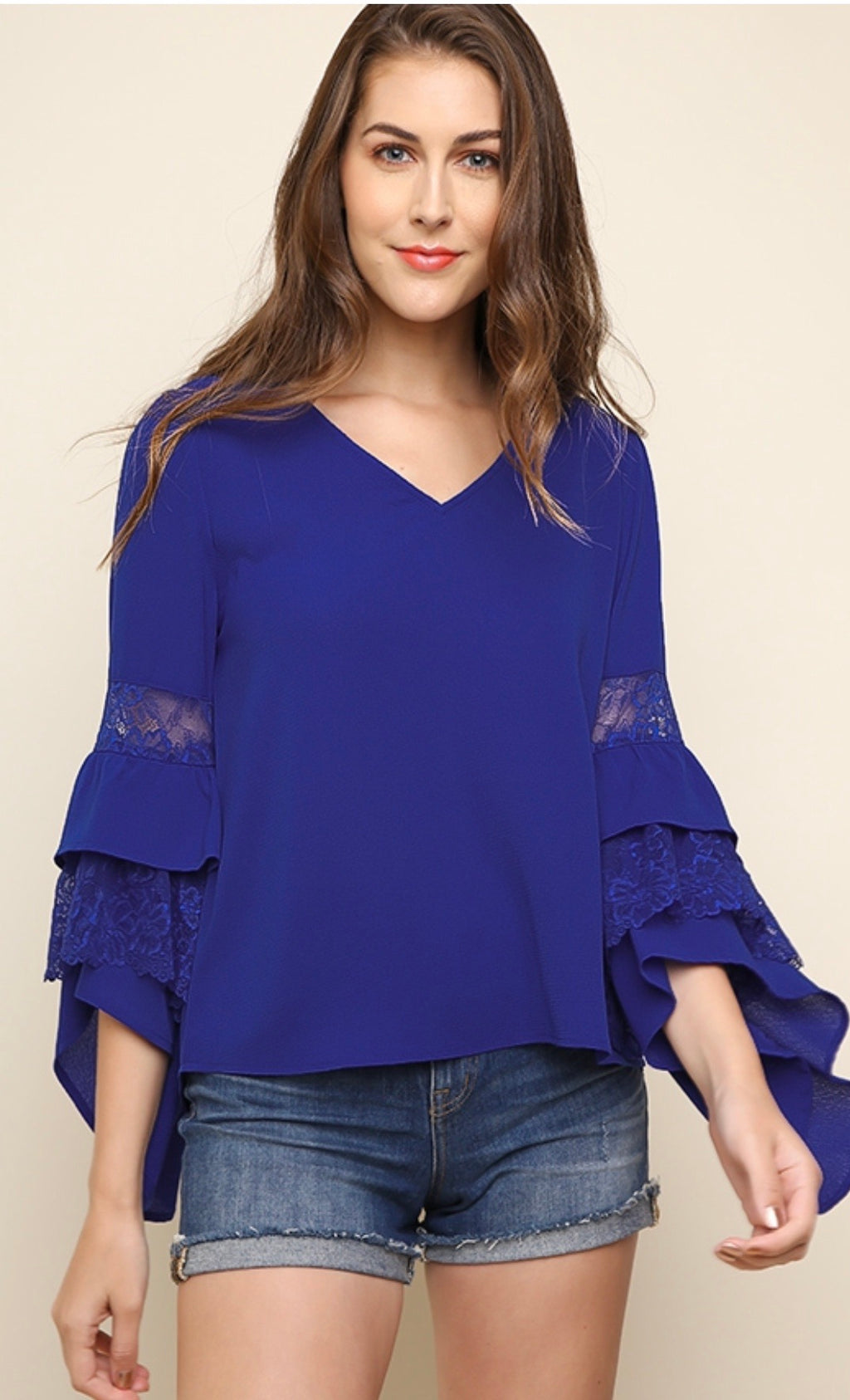 Basic V neck with floral lace