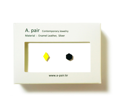 A. pair Earrings - neon yellow/ black
