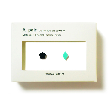 A. pair Earrings - black/ mint