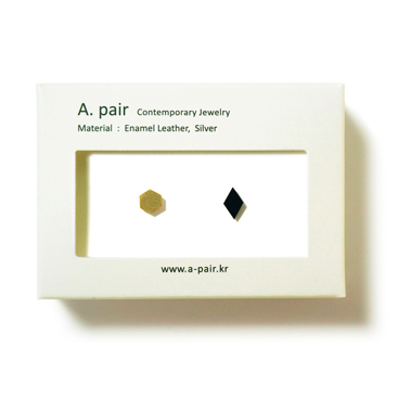 A. pair Earrings - gold / black