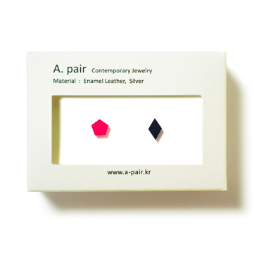 A. pair Earrings - pink/ black - Pre Order