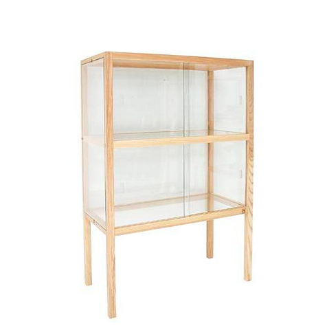 Vitrine med glasdøre / Wooden cabinet with glass doors