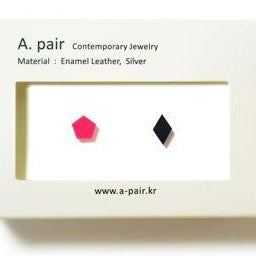 A. pair Earrings - Pink / Navy