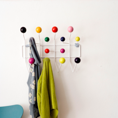 Vitra Hang It All knagerække af / by Charles & Ray Eames
