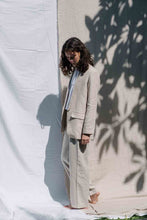 Load image into Gallery viewer, Linen blazer in natural color for female
