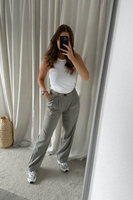 Nimma Dressed Pants (Preorder del. week 14) - Olive Moss