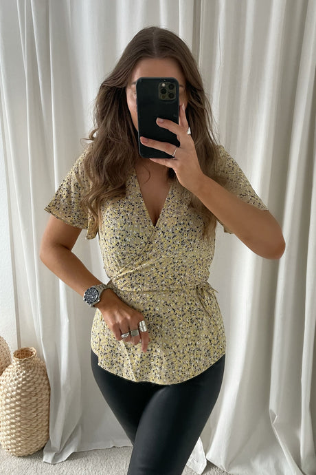 Wrap Top Lovie S/S (Preorder del. week 18) - Brown