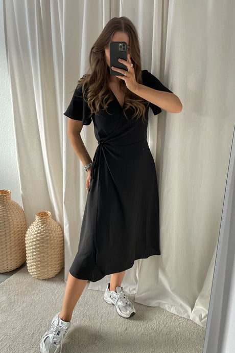 Lovie S/S Wrap Midi Dress (Preorder del. week 14) - Black