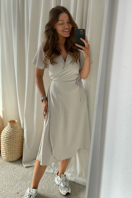 Lovie S/S Wrap Midi Dress (Preorder del. week 14) - Beige