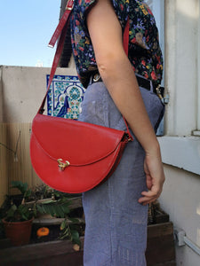 Sublime sac demi lune rouge vintage