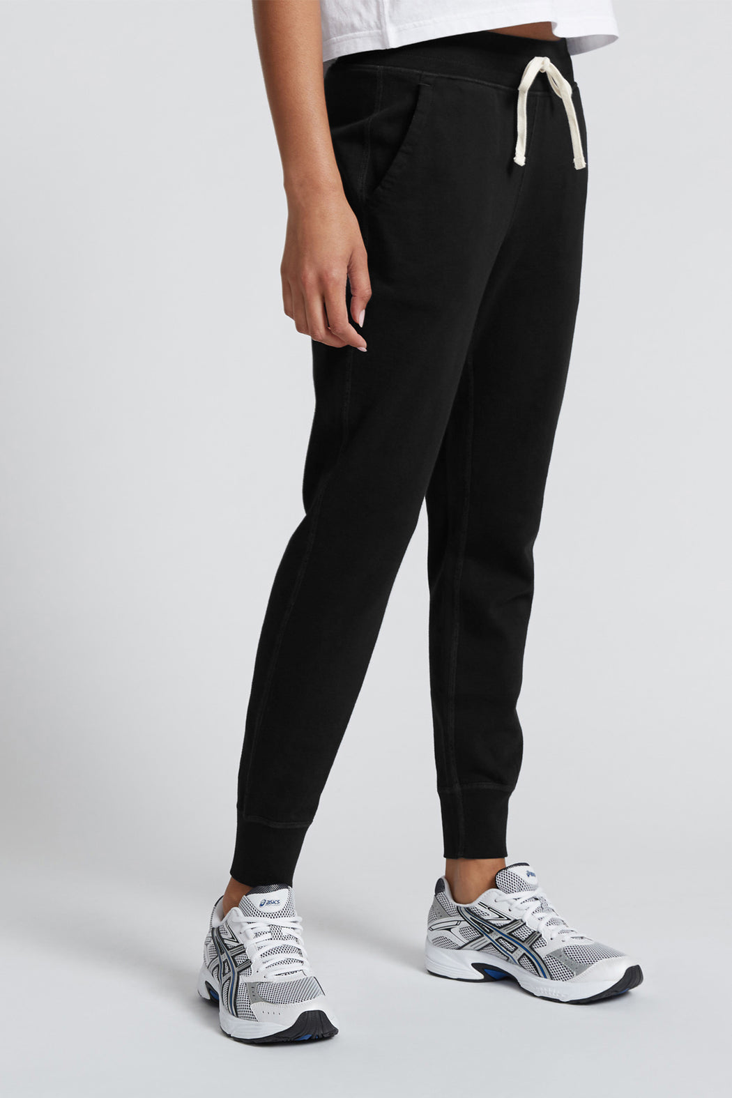 Reigning Champ Lightweight Slim Sweatpant in Black