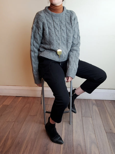 CREW NECK CABLE SWEATER 3034