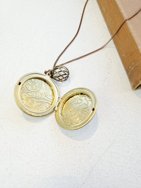 LARGE ROUND ETCHED LOCKET TB309 - Sylvie and Shimmy