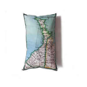 Made in Canada linen pillow case with hand printed vintage map of the Bruce Peninsula and the Grey Highlands in Ontario, Canada, surrounded by Lake Huron and Georgian Bay.
