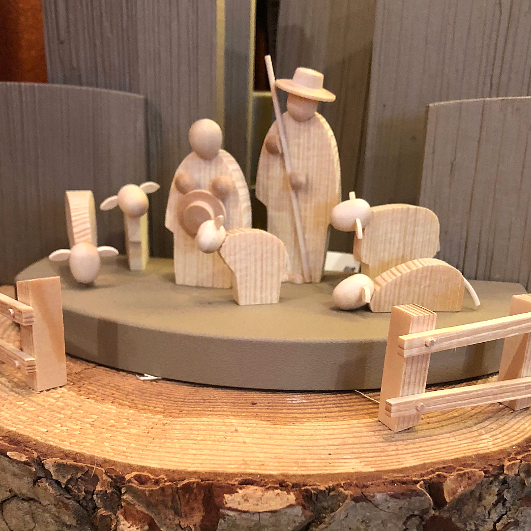 Gingerbread World Blog: The Nativity Set - The Christmas Story on Display on the Mantle