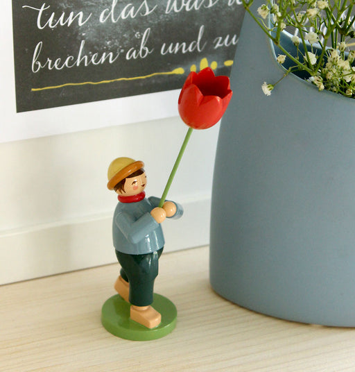 Gingerbread World Wendt Kuehn Blumenkinder - Boy with Tulip 5248-23