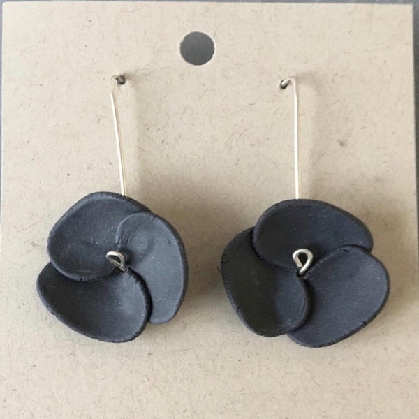 Lynne Tan Porcelain Earrings Black Flower
