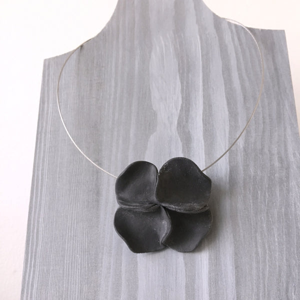 Lynne Tan Porcelain Necklace Black Flower