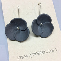 Lynne Tan - Porcelain Earrings 3 Petals
